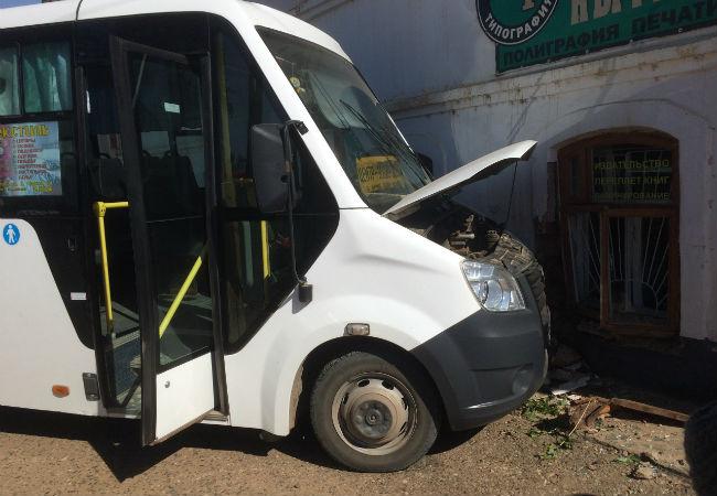 В Пермском крае водитель автобуса попал в аварию из-за приступа эпилепсии