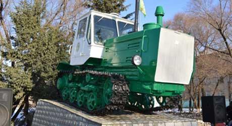 В перми открыли памятник трактору