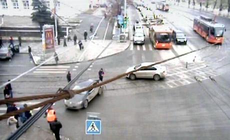 Вцентре Перми из-за дорожного происшествия заблокировано движение трамваев