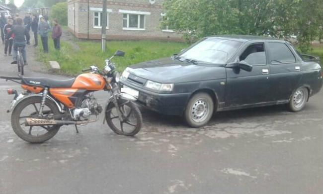 ДТП вКунгуре: автомобиль столкнулся смотоциклом, пострадали двое детей
