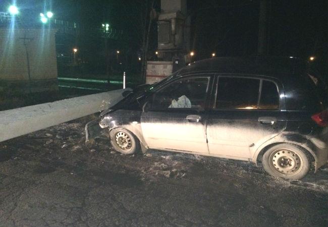 ВПерми нетрезвый шофёр на Хендай Getz влетел вбетонный столб
