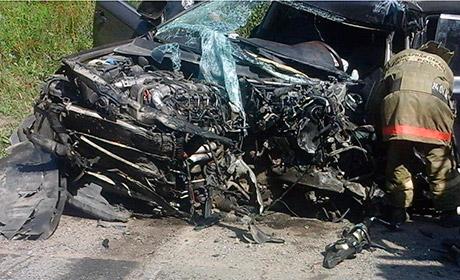 Натрассе Пермь-Екатеринбург автомобиль сдетьми врезался вфуру