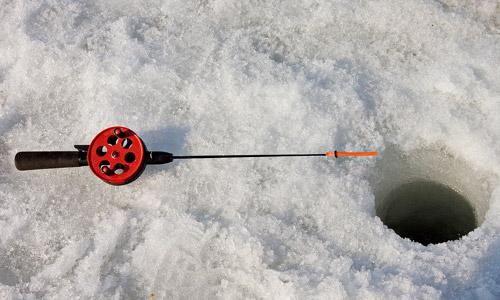 ВТатарстане наотколовшейся льдине дрейфуют 10 рыбаков