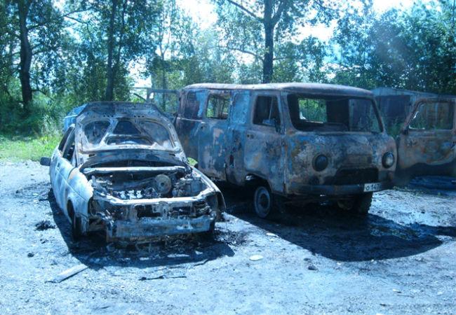 ВГубахе неизвестные подожгли два автомобиля: огонь навсе 100% уничтожил обе машины
