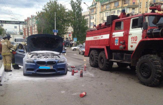 ВПерми находу зажегся автомобиль БМВ