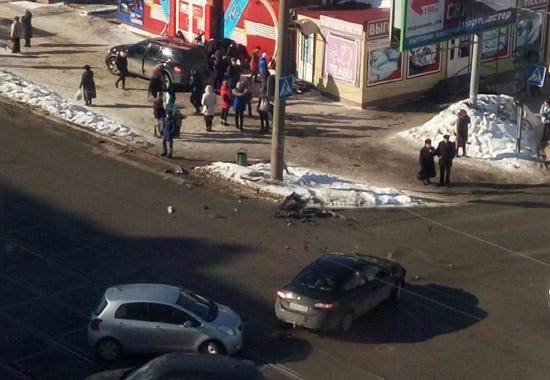 ВПерми вседорожный автомобиль вылетел натротуар исбил пешехода