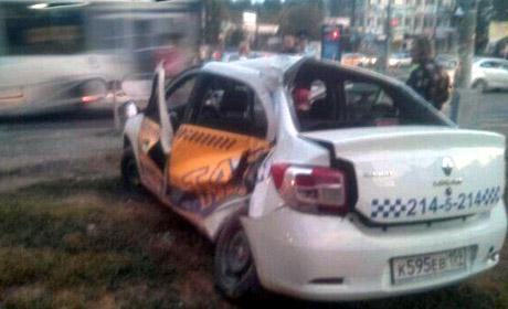 ВПерми три человека пострадали при столкновении автобуса итакси