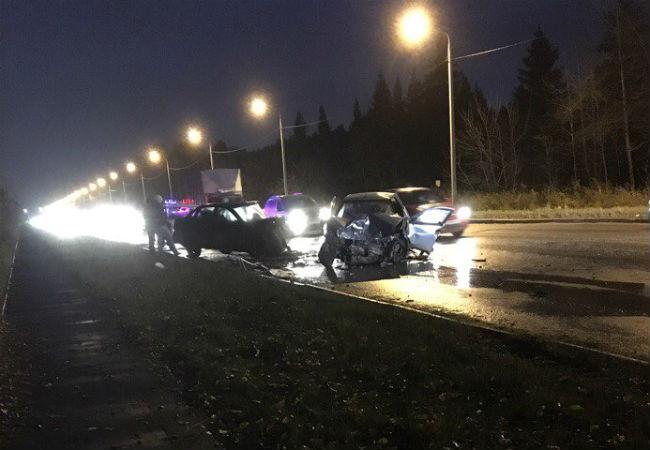 Две легковушки столкнулись вПерми, водители госпитализированы вбольницу