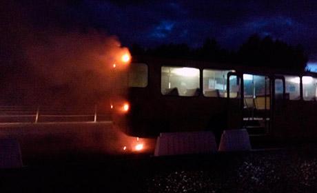 ВПерми вспыхнул стоявший впробке автобус