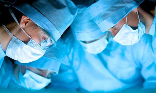 Мед. персонал 12 часов боролись зажизнь пермяка, заболевшего тремя вирусами