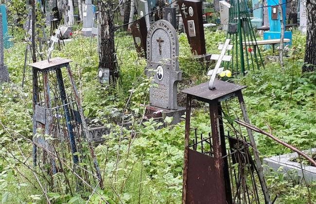 Вандалы осквернили могилы наСеверном кладбище