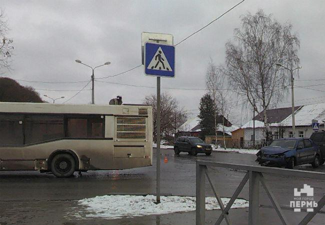 Автобус столкнулся синомаркой вПерми, есть пострадавшие