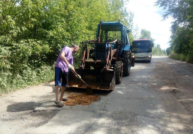 Гражданин Прикамья самостоятельно отремонтировал разбитую дорогу